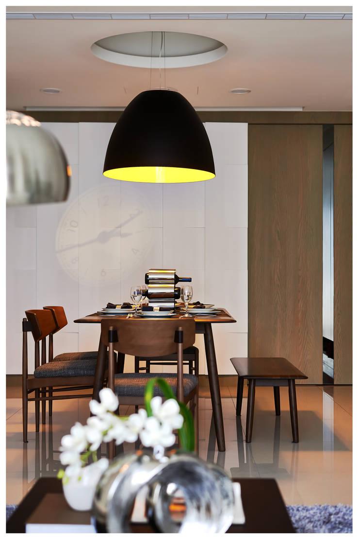 建構 ‧ 線 (住宅設計案 2014):  餐廳 by 北歐制作室內設計