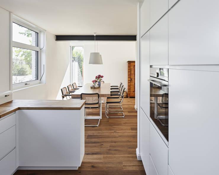 Bếp xây sẵn by Schreinerei Fischbach GmbH & Co. KG