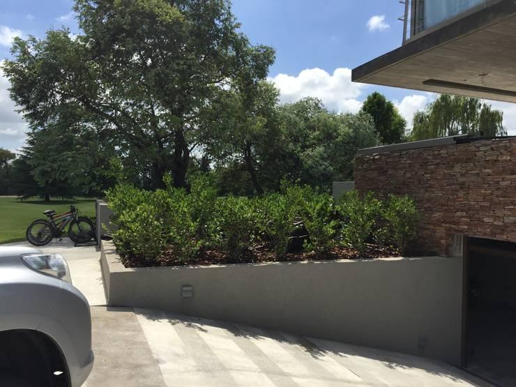 jardin Newman-Bs As- Argentina: Jardines de estilo  por Ib - Paisajista,