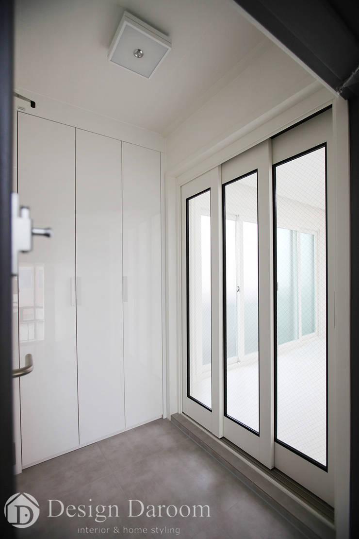 송파 상가건물 내 주거공간 현관: Design Daroom 디자인다룸의  복도 & 현관,모던