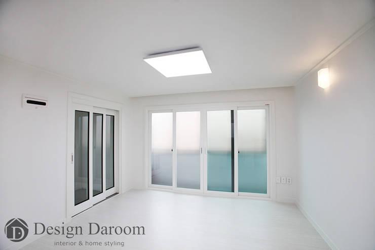 송파 상가건물 내 주거공간: Design Daroom 디자인다룸의  거실,모던