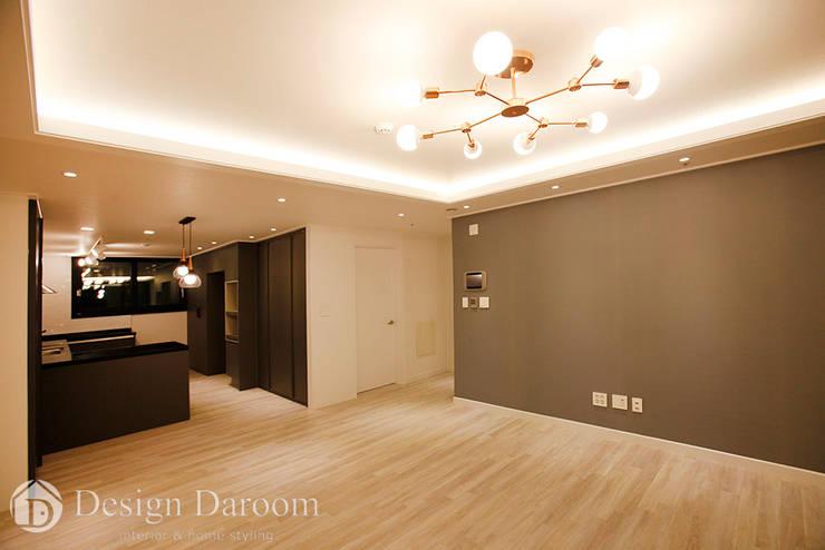 수유 두산위브 아파트 34py 거실: Design Daroom 디자인다룸의  거실