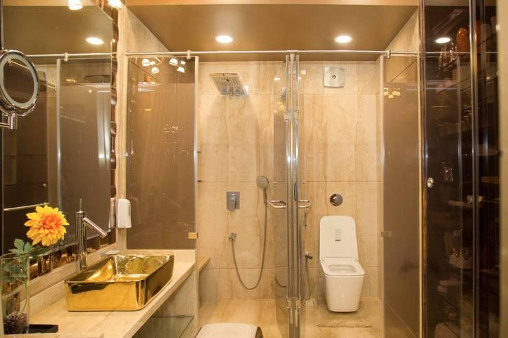 Ms. Suman, Chembur:  Bathroom by Aesthetica