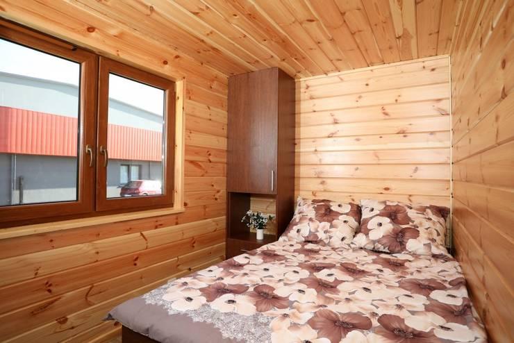 Dormitorios de estilo  por DMK Budownictwo Dariusz Dziuba Sp. K., Mobilne Domki Letniskowe i Całoroczne