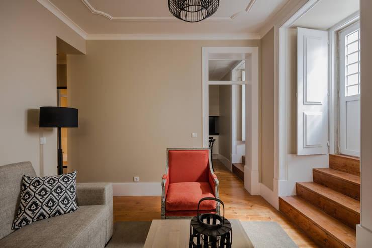 Sala de estar: Salas de estar  por NVE engenharias, S.A.