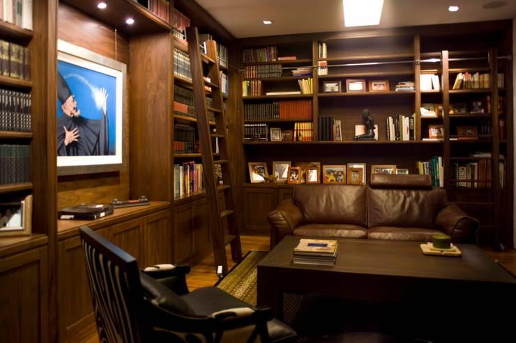 Casa Crater 1: Estudios y oficinas de estilo moderno por Eduardo Gutiérrez Taller de Arquitectura