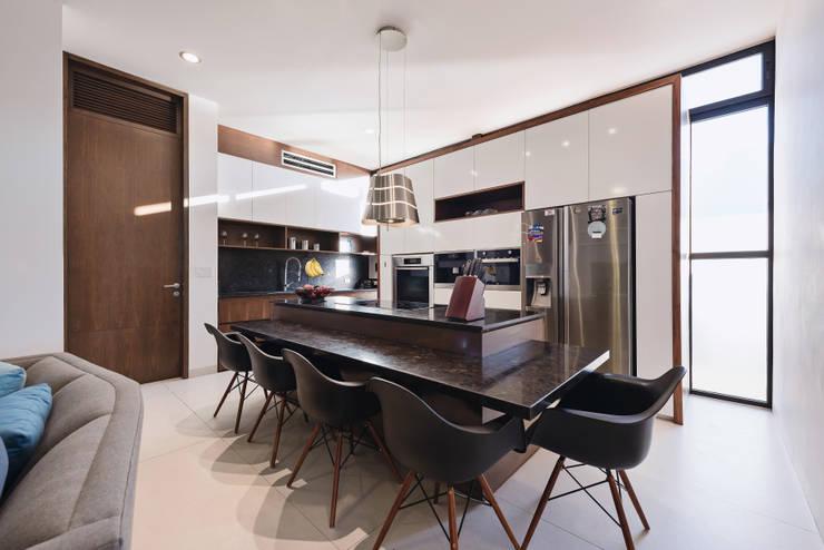 Casa del Árbol: Cocinas de estilo  por Ancona + Ancona Arquitectos