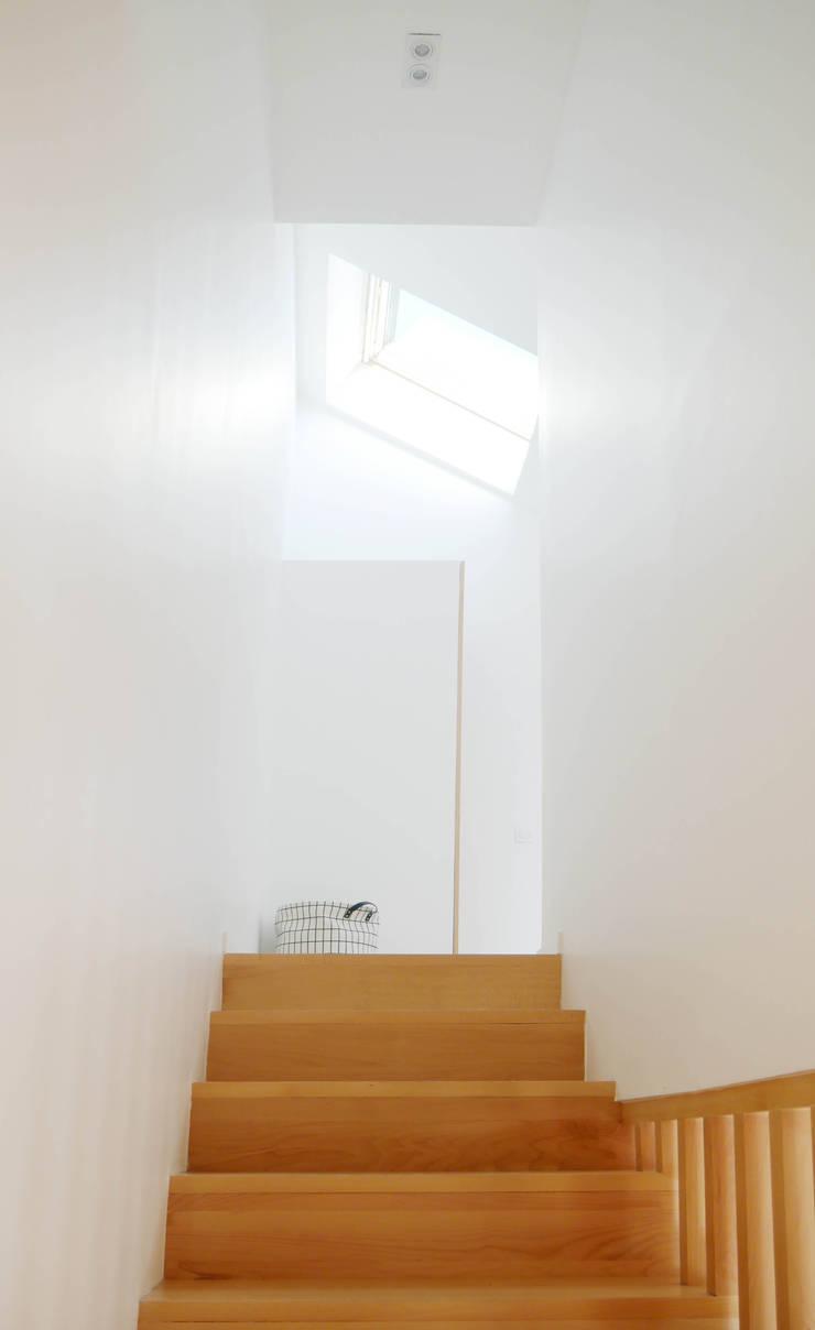 Gang en hal door Lüd studio d'architecture