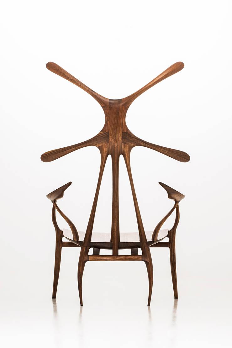 TARACAN (arm chair): KIMKIWON furniture의  거실