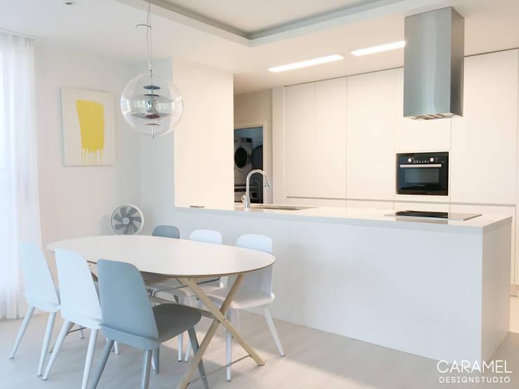 마이너스옵션인테리어: 카라멜 디자인 스튜디오의  주방