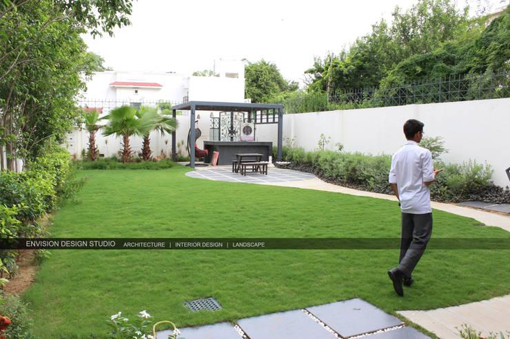 Renovation of Sushant Lok Residence, Gurugram, Haryana:   by Envision Design Studio