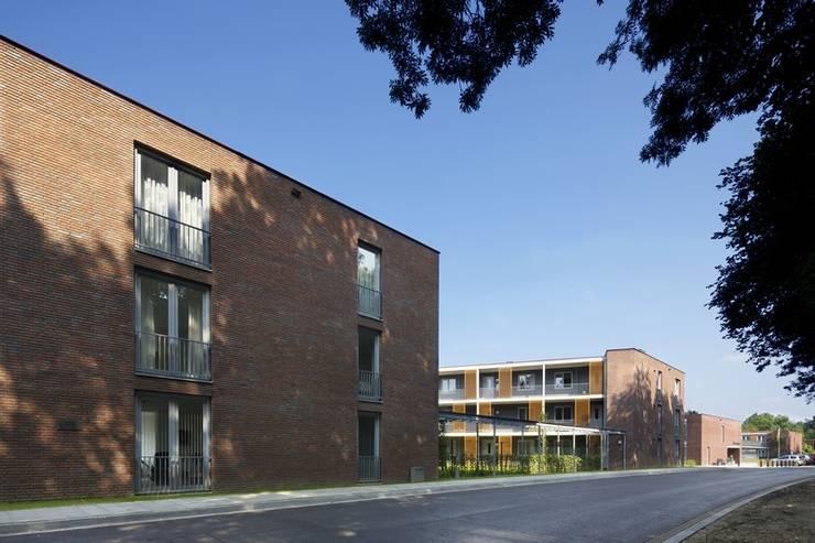 Seniorenappartementen Klein Gulpen, Gulpen:  Huizen door Verheij Architecten