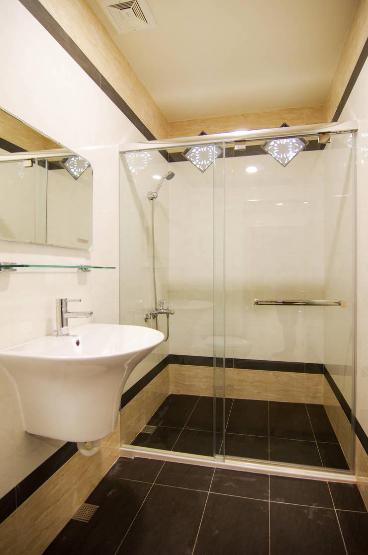 H8500:  浴室 by 中圓泰 / 淋浴拉門