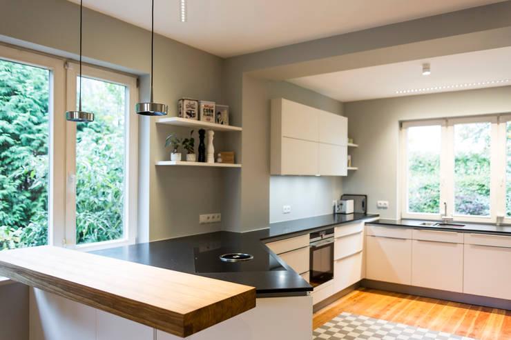 modern Kitchen by LichtJa - Licht und Mehr GmbH