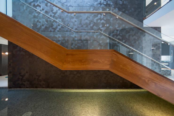 Escaleras de estilo  por Gracia Nano Studio