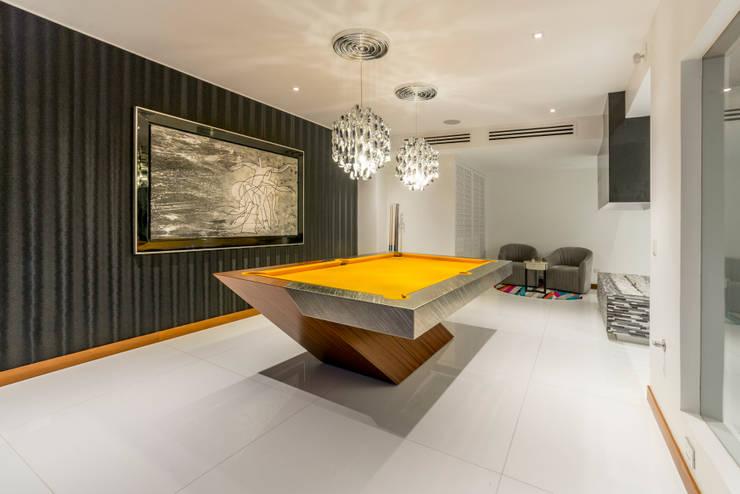 Casa T : Salas de entretenimiento de estilo  por Gracia Nano Studio