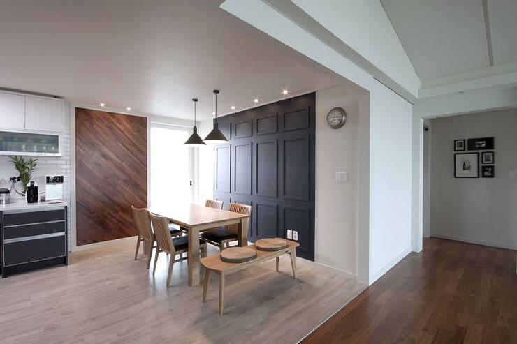 전주인테리어 서신동 대림 이편한세상 아파트 인테리어: 디자인투플라이의  다이닝 룸,
