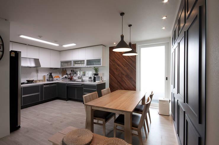 전주인테리어 서신동 대림 이편한세상 아파트 인테리어: 디자인투플라이의  주방,