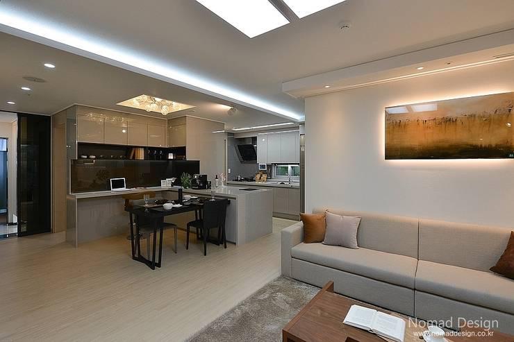 부산 호텔을 컨셉으로한 24평 아파트(2): 노마드디자인 / Nomad design의  다이닝 룸