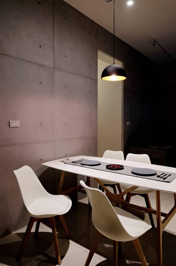 北歐風格宅:  餐廳 by 台灣柏林室內設計工作室