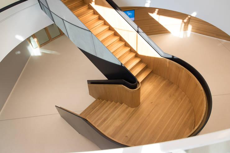 Escaleras de estilo  por Holzmanufaktur Ballert e.K.