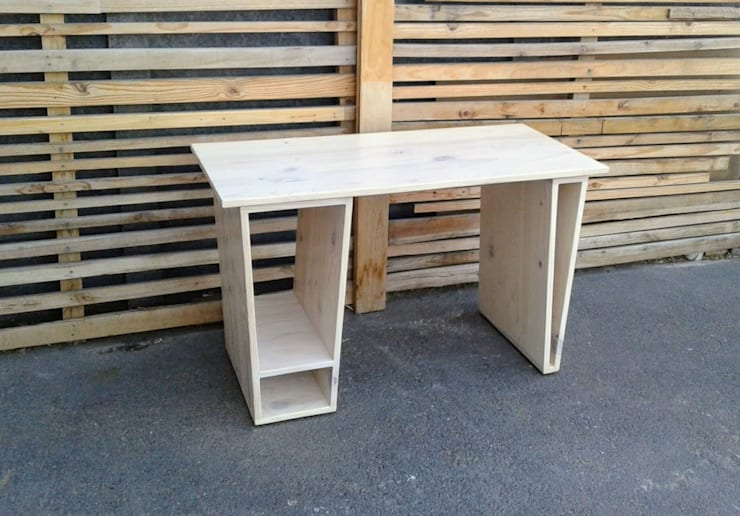 Custom Desk on Angle Bases:  Office spaces & stores  by Eco Furniture Design