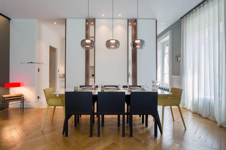 Le Molière: Salle à manger de style  par Thomas Marquez Photographie