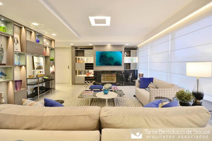Residência Quintino Bocaiúva – Área Social: Salas de estar  por Tania Bertolucci  de Souza  |  Arquitetos Associados