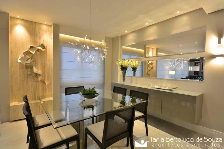 Residência Quintino Bocaiúva – Área Social: Salas de jantar  por Tania Bertolucci  de Souza  |  Arquitetos Associados