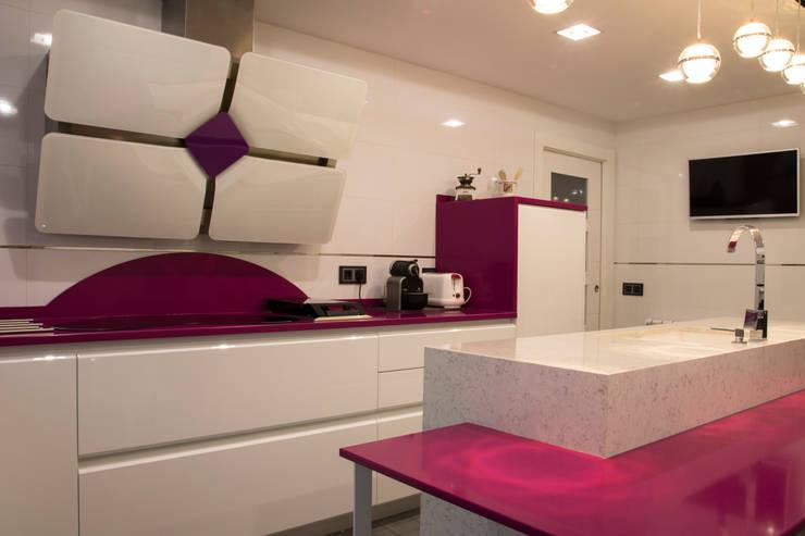 Cocinas de estilo  por ESTUDIO MIGUELO