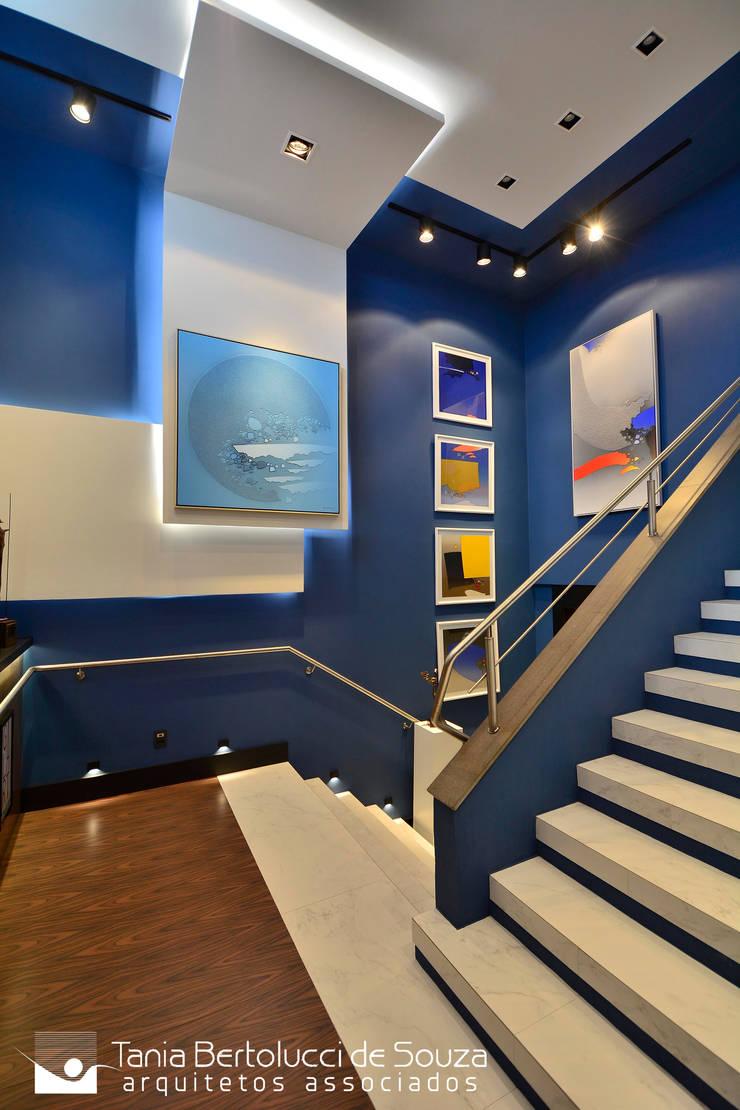 Espaço Galart – Mostra Elite Design: Escadas  por Tania Bertolucci  de Souza     Arquitetos Associados