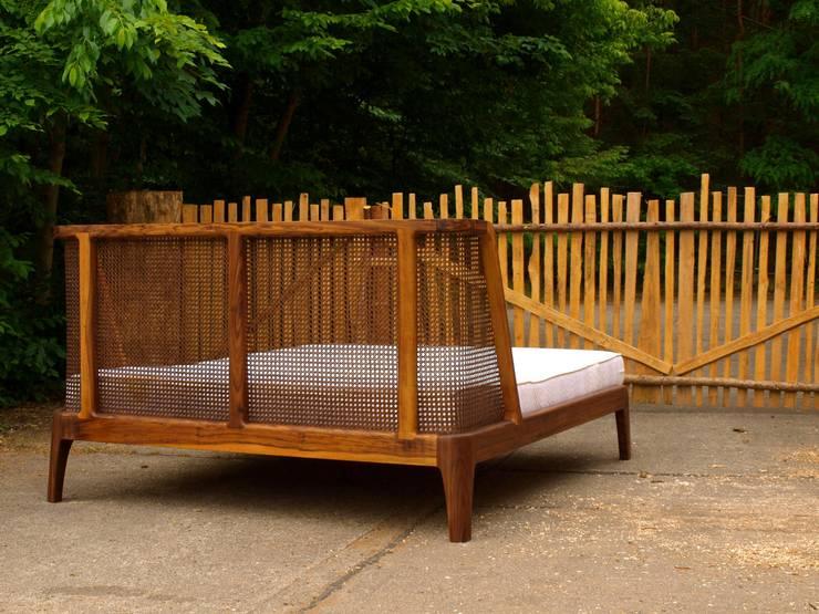 Bett Mit Einem Kopfteil Aus Rattan Von Holzarbeiten Andre Findeisen