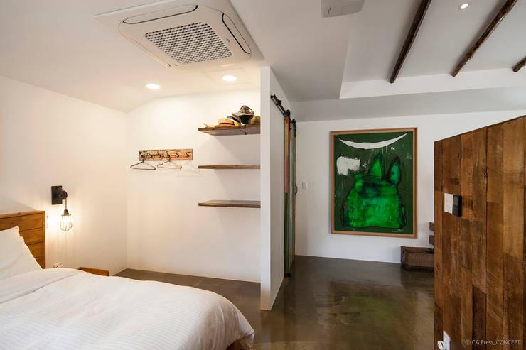 제주 서호동 농가주택 리모델링: 더 이레츠 건축가 그룹의  침실