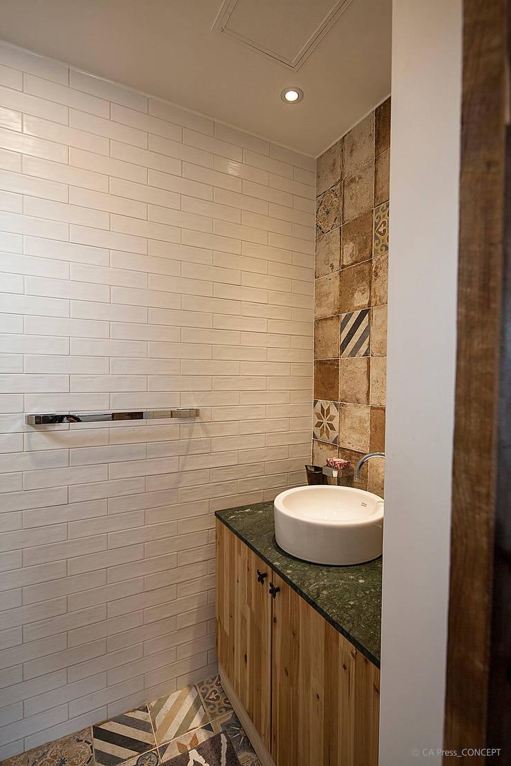 제주 서호동 농가주택 리모델링: 더 이레츠 건축가 그룹의  욕실,모던
