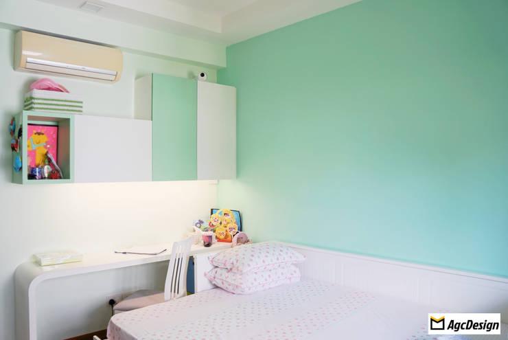 Mandarin Gardens Condo:  Bedroom by AgcDesign,Modern