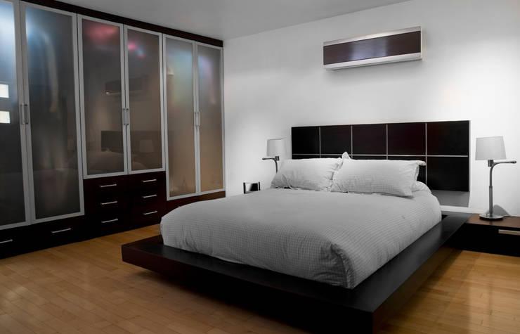 Regalias Interio:  Bedroom by Regalias Interio,Modern