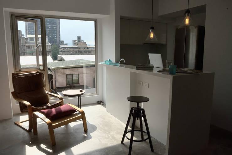 【住宅設計】和平東路 – 20坪清新居家風格:  餐廳 by 大觀創境空間設計事務所