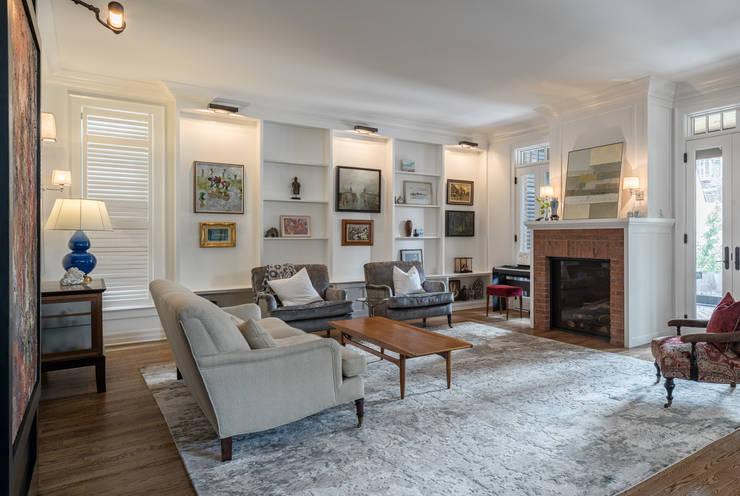 Glebe Avenue Residence:  Living room by Flynn Architect