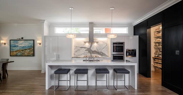 Glebe Avenue Residence:  Kitchen by Flynn Architect