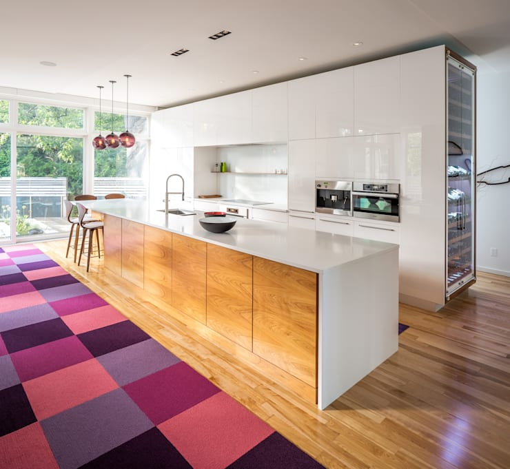 Avenue Road Residence:  Kitchen by Flynn Architect