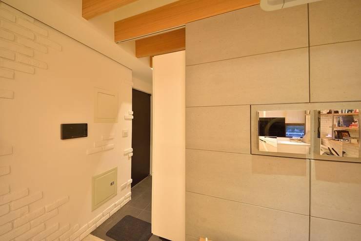 【住宅設計】淡水伊東市 – 26坪美式Loft風格:  房子 by 大觀創境空間設計事務所