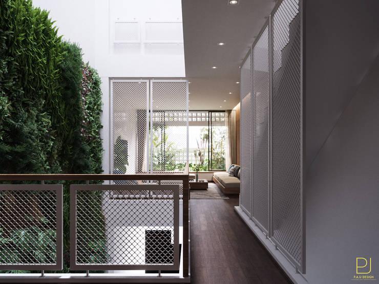 NHÀ PHỐ PLEIKU:  Hành lang by P.A.U Design