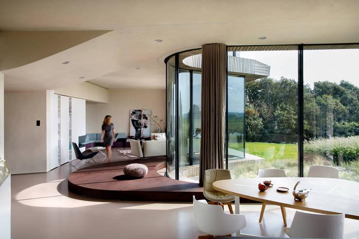 Ontwerp woonkamer villa:  Woonkamer door Yben Interieur en Projectdesign
