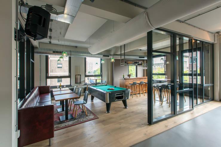 Bedrijfscafé advocatenkantoor:  Bars & clubs door Yben Interieur en Projectdesign