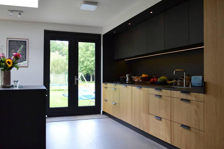 Verbouwing jaren 70 woning:  Keuken door ARCHiD