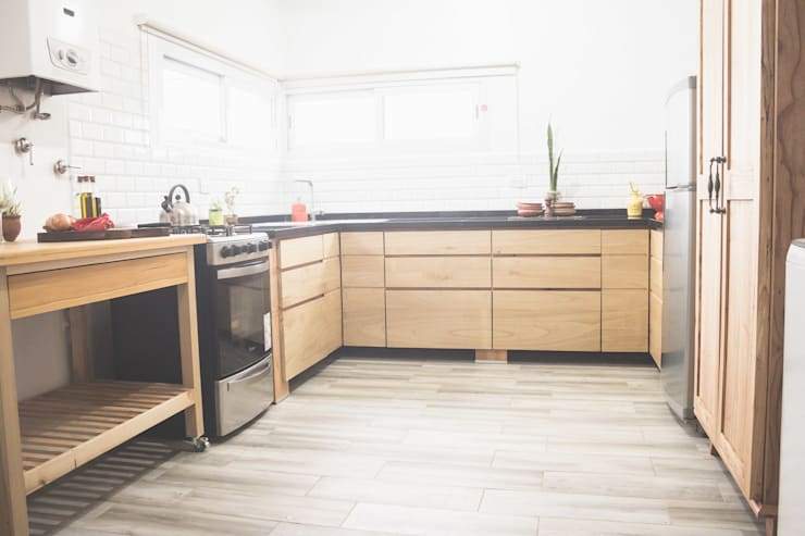 Dapur built in oleh Mon Estudio, Modern Parket Multicolored