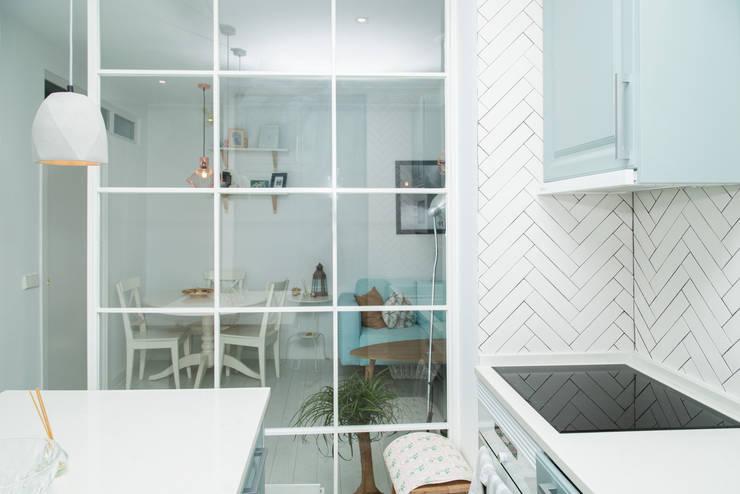 Cocinas integrales de estilo  por Remake lab