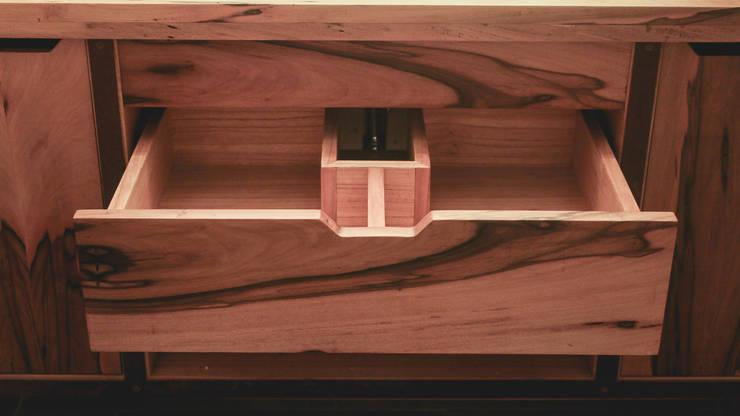 Cajón abierto - Diseño: Baños de estilo  por Mon Estudio