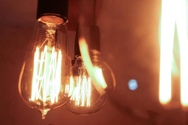 Iluminación: Baños de estilo  por Mon Estudio,