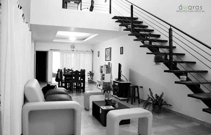 CASA DC | ESTAR EN DOBLE ALTURA : Livings de estilo  por áwaras arquitectos,